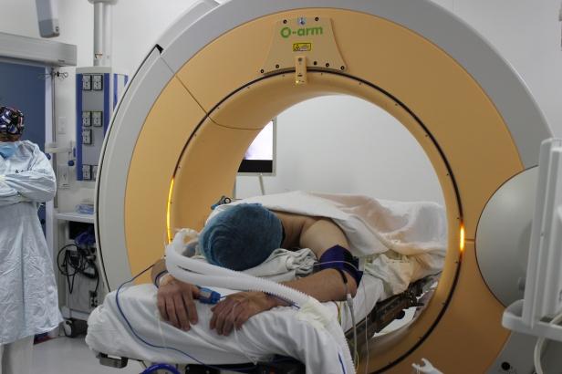 Dr. Dieb Maloof Cusse - Cirugía con el Oarm